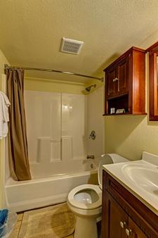 Aladdin Motel - Cocoa - Bathroom