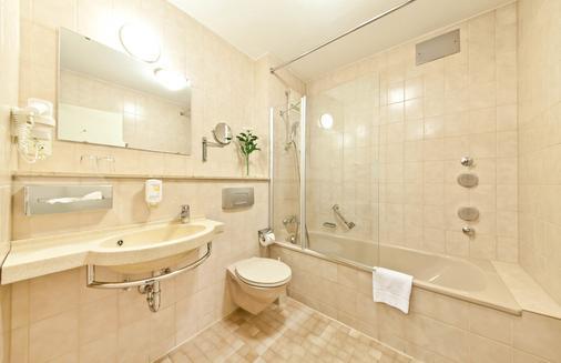 斯圖加特市大道新奇酒店 - 斯圖加特 - 司徒加特 - 浴室