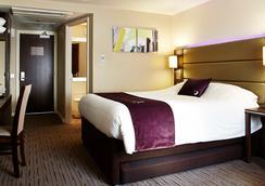 Premier Inn London Heathrow M4/J4 - Hayes - Bedroom