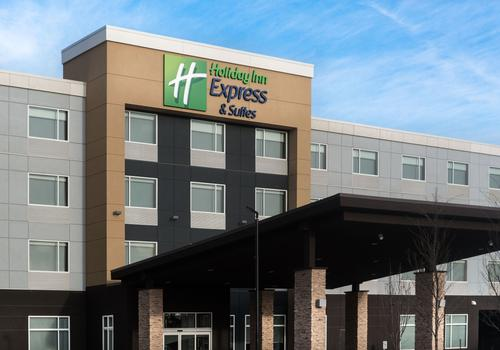 Holiday Inn Express Suites West Edmonton Mall Area C 142 C