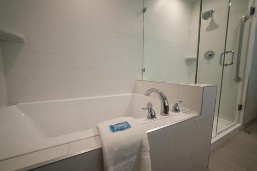 智選假日飯店套房飯店 - 埃得蒙頓西購物區 - 埃德蒙頓 - 浴室