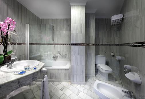 Exe Triunfo Granada - Granada - Bathroom