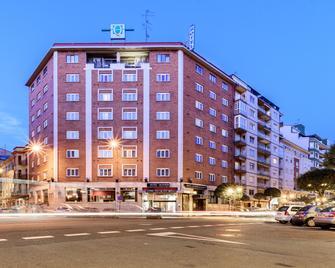Hotel Quindós - León - Building
