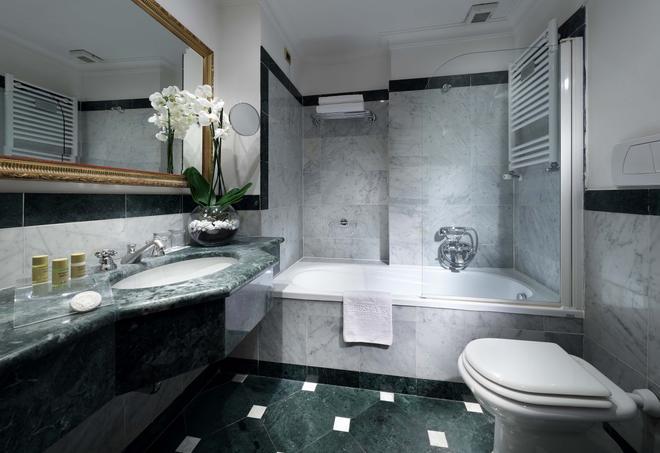 เอ็กซ์ อินเตอร์เนชั่นแนล พาเลซ - โรม - ห้องน้ำ