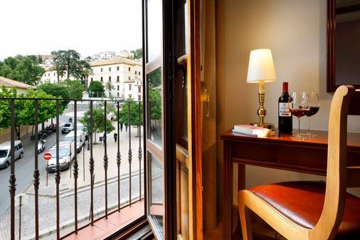 Exe Triunfo Granada - Granada - Balcony