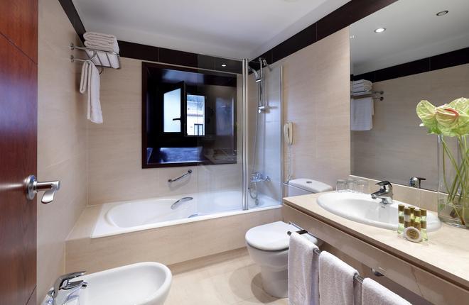 Eurostars Palacio Santa Marta - Trujillo - Bathroom