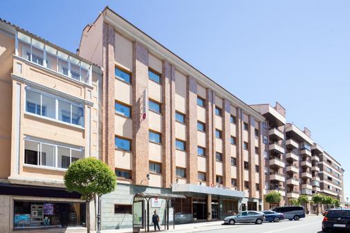 Exe Reina Isabel - Ávila - Building