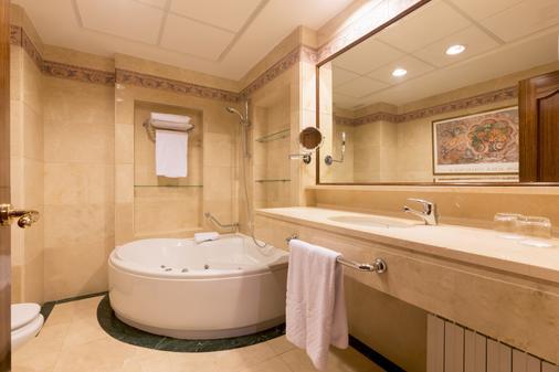 Exe Reina Isabel - Ávila - Bathroom