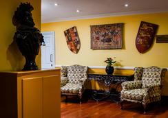 Henry VIII - London - Lobby