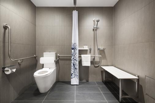 West Hotel Sydney, Curio Collection by Hilton - Sydney - Phòng tắm