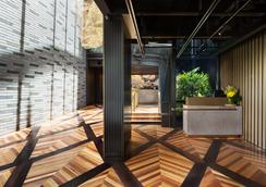 West Hotel Sydney, Curio Collection by Hilton - Sydney - Hành lang