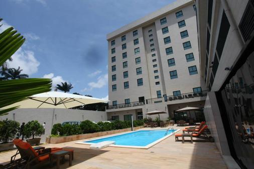 Star Land Hotel - Douala - Bâtiment