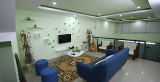Danny's Balo Guest House - Cần Thơ - Living room