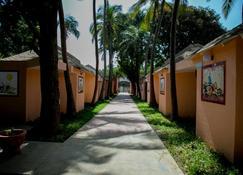 Tropic Garden Hotel - Банджул - Building