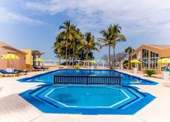 Tropic Garden Hotel - Banjul - Piscina