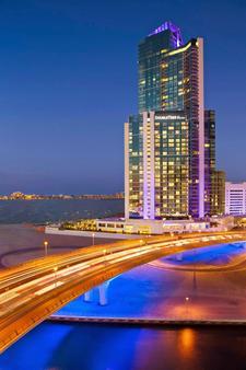 DoubleTree by Hilton Dubai, Jumeirah Beach, United Arab Emir - Dubai - Building