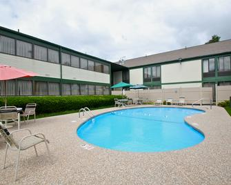 Rodeway Inn - Nashua - Pool