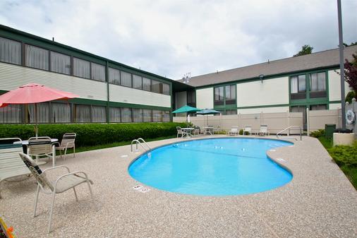 Fireside Inn and Suites Nashua - Nashua - Pool