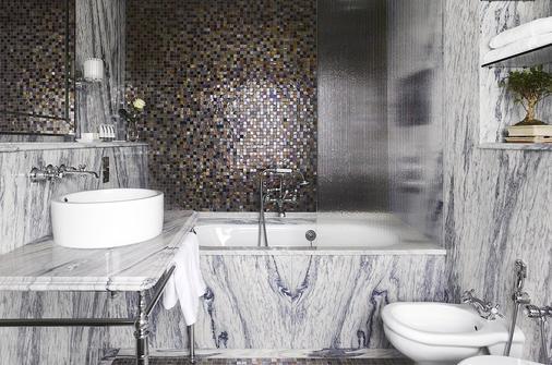 Adria Boutique Hotel - London - Bathroom