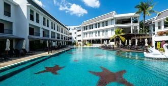 Sawaddi Patong Resort & Spa - Patong - Building