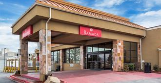Ramada SLC Airport Hotel - סולט לייק סיטי - כניסה למלון