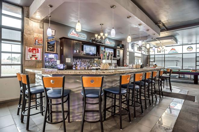 Ramada by Wyndham Salt Lake City Airport Hotel - Salt Lake City - Bar