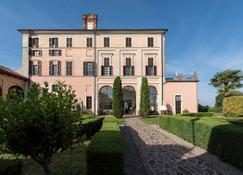 Sunstar Boutique Hotel Castello Di Villa - Asti - Edificio