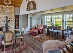 Dungeness Barn House Bed and Breakfast - Sequim - Lounge