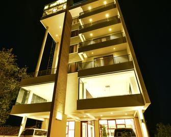 K Hotels - Ентеббе - Building