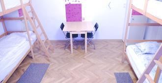 Centrum House Hostel - Braşov - Schlafzimmer