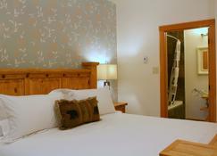 Canyon Ridge Lodge - Golden - Bedroom