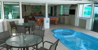 Cleusa Inez Fialho Canale - Florianopolis - Pool