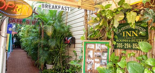 Smallest Bar Inn - Key West - Outdoors view