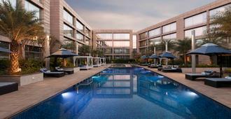 Hilton Bangalore Embassy GolfLinks - Bangalore - Piscina