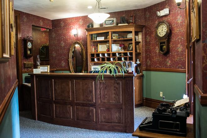 Hotel Ruby Marie - Madison - Front desk
