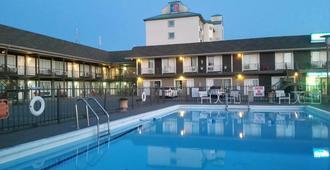 Niagara Falls Courtside Inn - ניאגרה פולס - בריכה