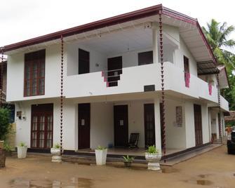 Thisara Guest Hotel Rooms - Kataragama - Building