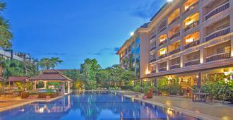 Hotel Somadevi Angkor Resort & Spa - Ciudad de Siem Riep - Piscina