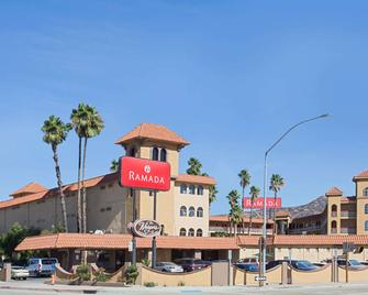 Ramada by Wyndham Burbank Airport - Burbank - Building