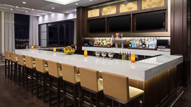 Hyatt House Jersey City - Jersey City - Bar