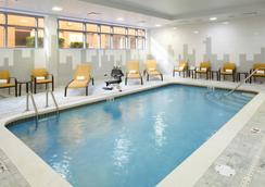Courtyard by Marriott Cleveland University Circle - Κλίβελαντ - Πισίνα
