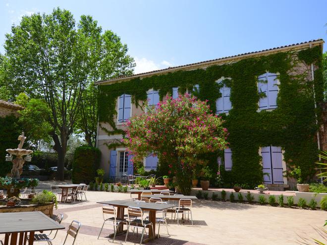 Chateau du Puits Es Pratx - Ginestas - Patio