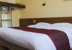 Hotel Le Soli - Saint-Julien-en-Genevois - Schlafzimmer