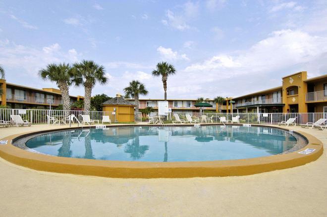 Days Inn by Wyndham Orlando/International Drive - Orlando - Pool