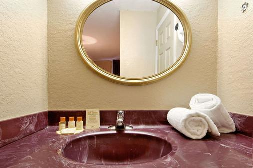 Days Inn by Wyndham Orlando/International Drive - Orlando - Salle de bain