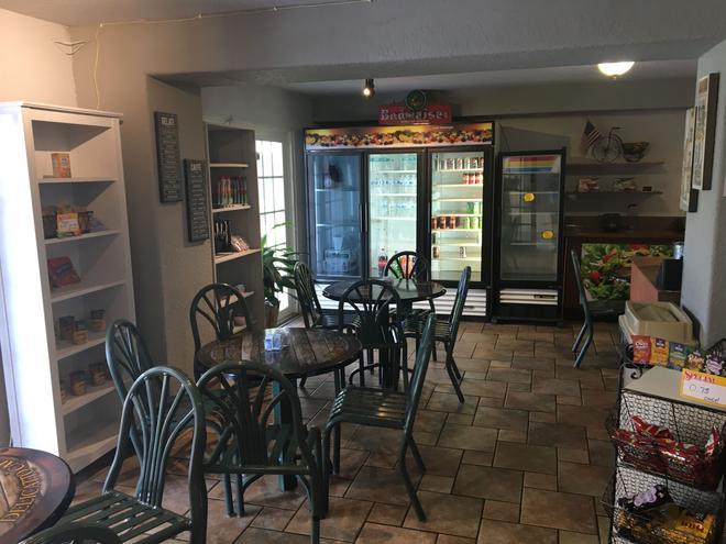 Days Inn by Wyndham Orlando/International Drive - Orlando - Dining room