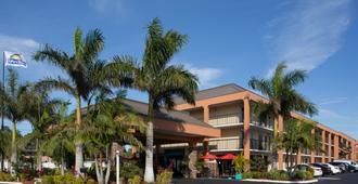 Days Inn by Wyndham Sarasota Bay - Sarasota - Building