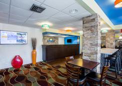 Days Inn by Wyndham Sarasota Bay - Sarasota - Lobby