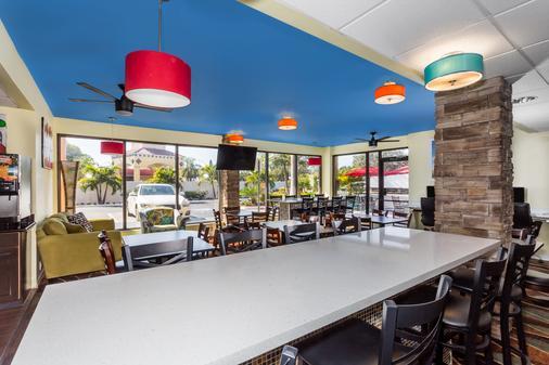 Days Inn by Wyndham Sarasota Bay - Sarasota - Buffet
