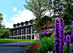 The Valley Inn Ascend Hotel Collection - Waterville Valley - Building